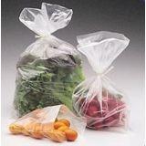 Saco plástico de alimento no Jardim das Graças