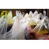 Sacolas embalagem reciclada na Vila Andaluzia
