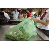 Venda de sacolas de plástico reciclado na Cidade Leonor